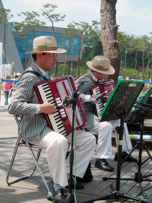 20090420_accordion