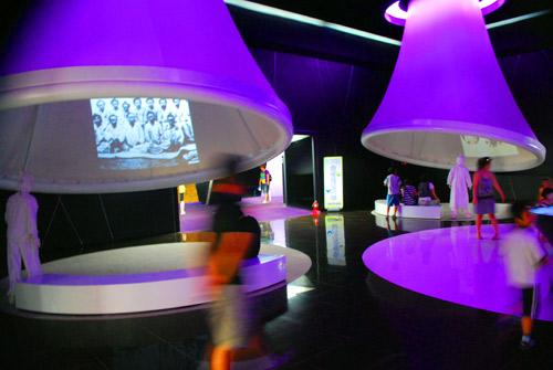20090815_exhibits